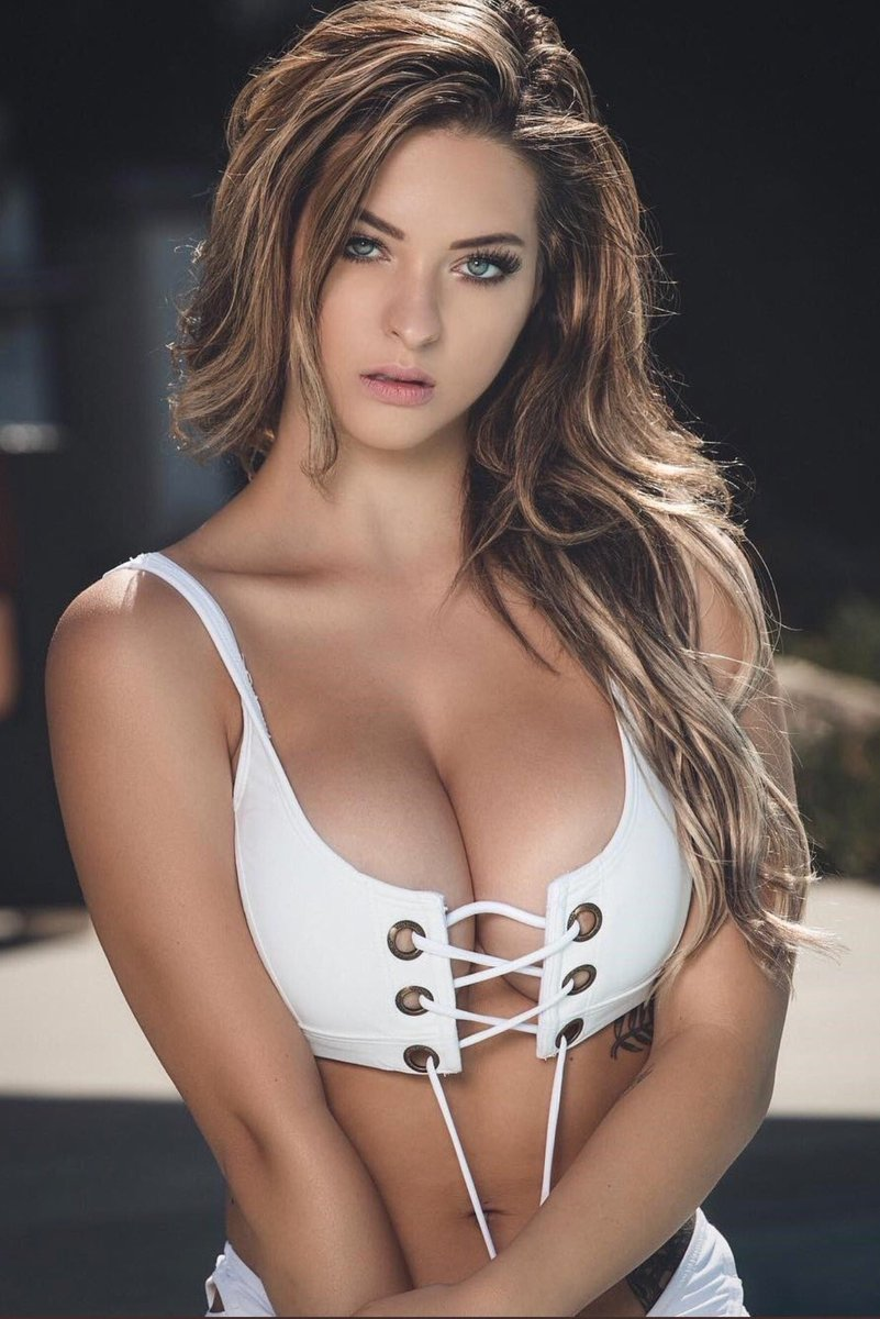 Beautiful girls who have nice natural tits no fakes here guys