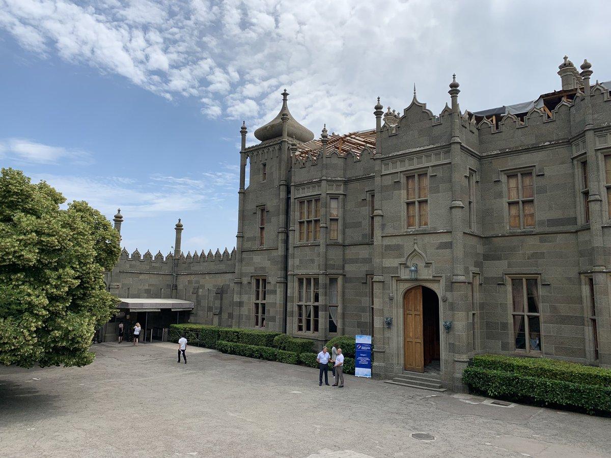 Покажи нам картинки ливадийского дворца и воронцовский дворец, февраля коллегам поздравлениями
