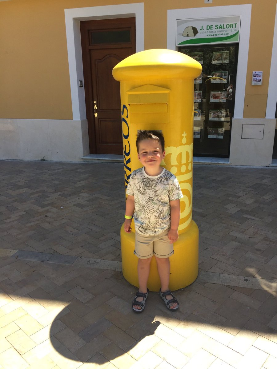 @canadahilloak #EverydayHeroes #MenorcaLife James enjoyed spotting people who help us in Menorca. Lifeguards,postmen,hotel staff and all the people working at the airport! pic.twitter.com/WsAXo2DteN