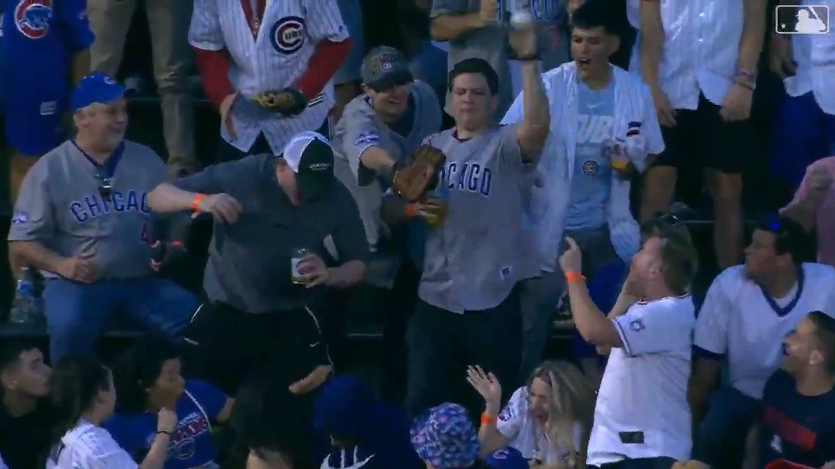 No one has ever wanted a free baseball less than this Chicago Cubs fan