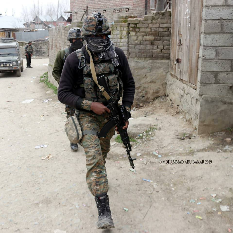"""Indian Defence Facts on Twitter: """"Indian Navy Marine Commandos (MARCOS) in  action in Kashmir Tavor TAR-21 with MEPRO MOR Red Dot Sight and AK-103 with  1P29 Optic and MOR Red Dot Sight.…"""