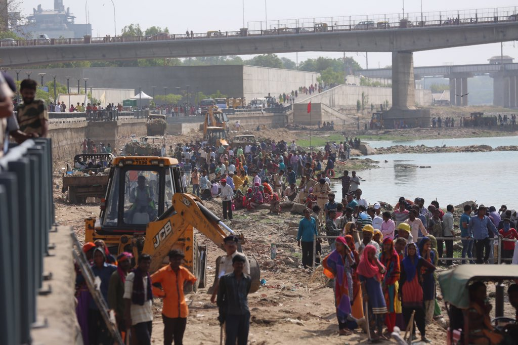CM Rupani launches five day Sabarmati river cleaning mega drive, large number of common people also participating