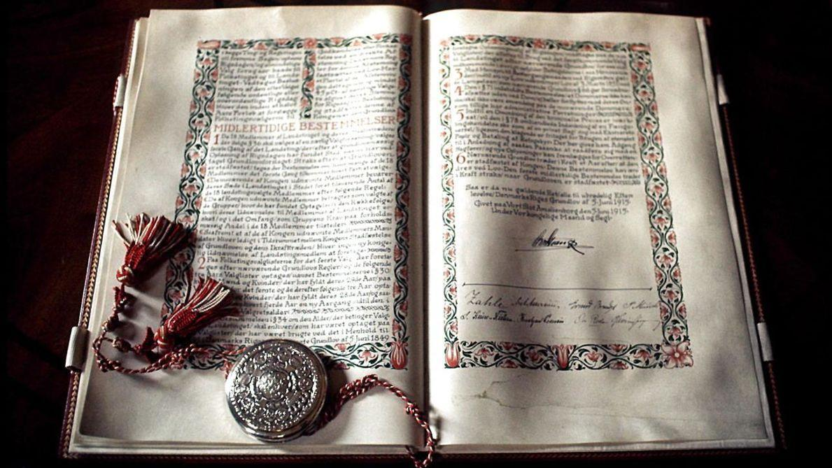 #ConstitutionDay in Denmark. In my opinion, one of the greatest constitutions of any nation, and definitely one worth protecting and fighting for. Happy 170th birthday, Danish Democracy. May your values, freedoms and responsibilities long continue and prosper. 🇩🇰🥇🙏😍