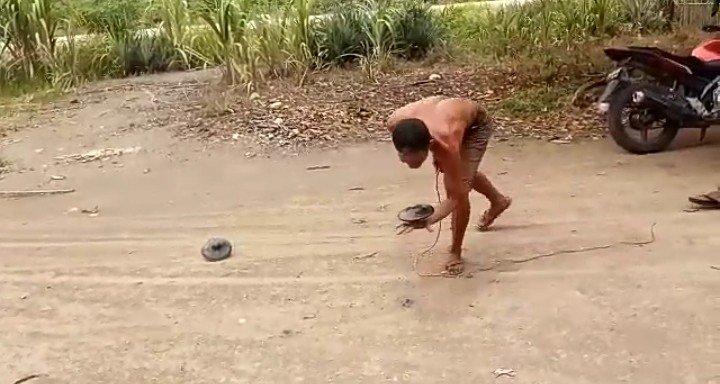 À¦Ÿ À¦‡à¦Ÿ À¦° Brg Indonesia Taukahsobatgambut Permainan Gasing Permainan Tradisional Yg Sering Dimainkan Masyarakat Melayu Di Lahan Gambut Di Pulau Rupat Kab Bengkalis Prov Riau Ini Memiliki 2 Jenis Gasing Yakni Gasing Piring Dan