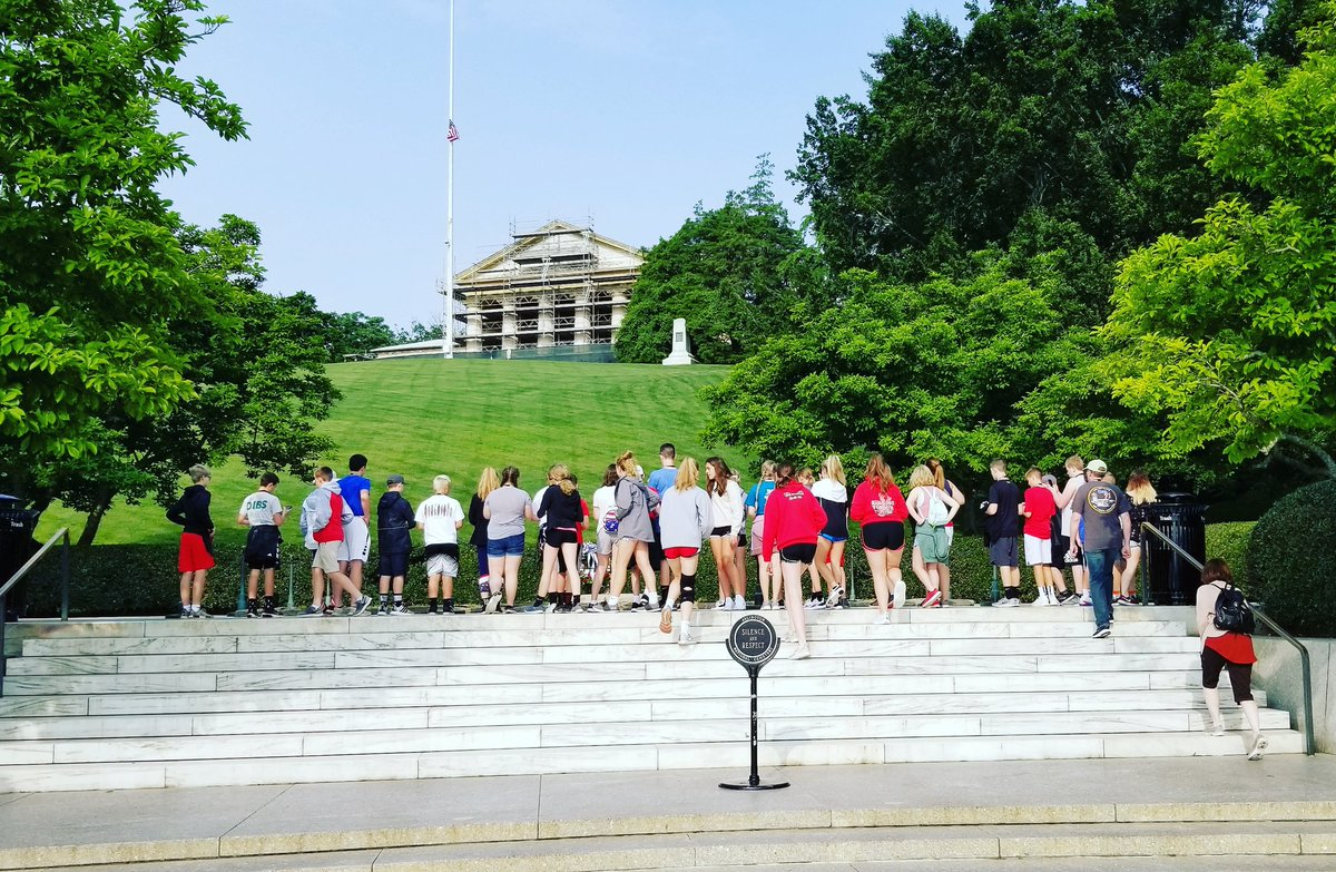 Our great @GTravelAlliance student group from Iowa enjoyed a tour of @ArlingtonNatl today. #tomboftheunknownsoldier #tomboftheunknowns #potomactours #8thgradetrip #seetheusa #studenttours<br>http://pic.twitter.com/SqHSdKLuPH