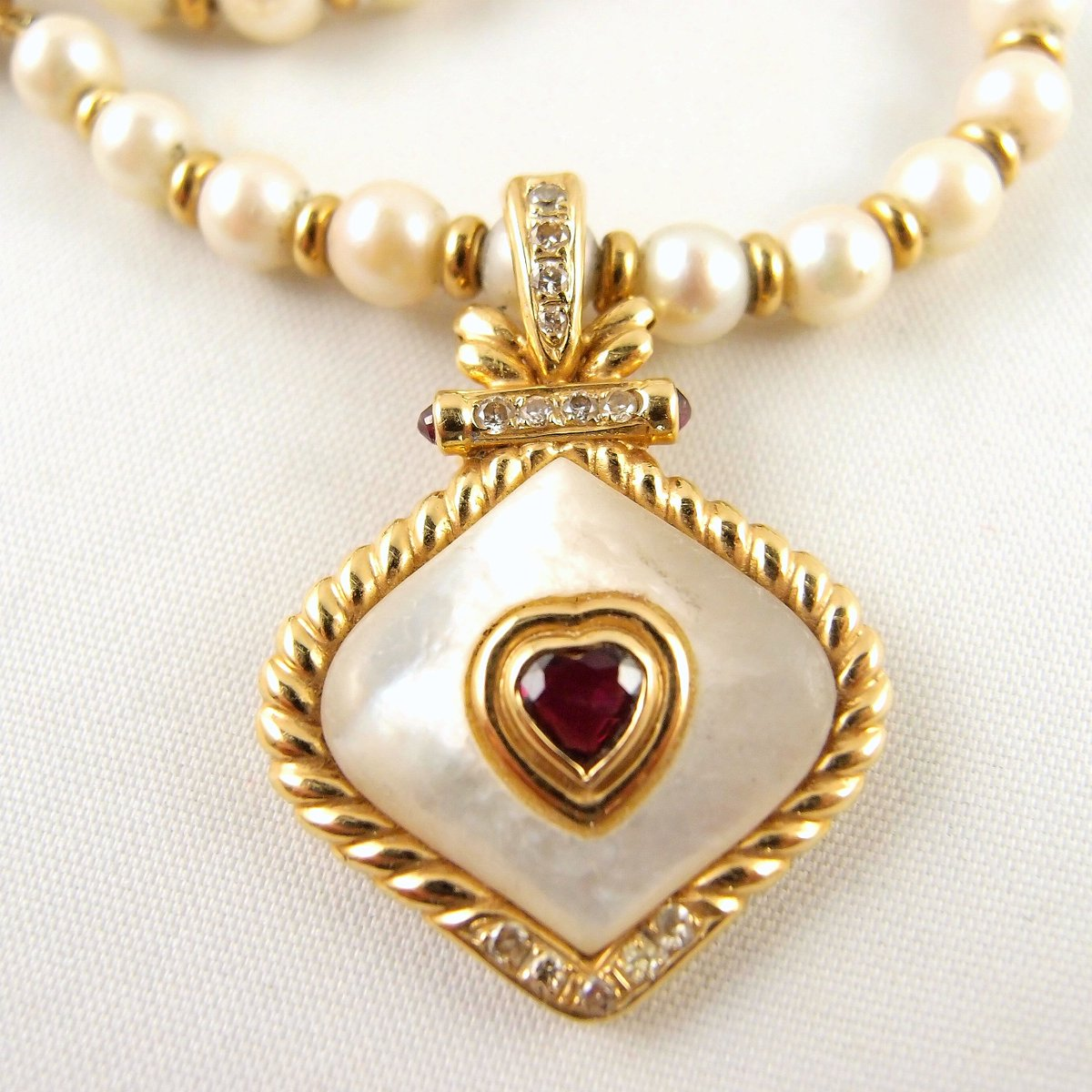 The beauty of pearls combined with gemstones and gold #pearlsofinstagram Estate #pearlnecklace with alternating #18Ksolidgold beads #Removablependant #Rubypendant and #diamondpendant http://ow.ly/1bzh30oTdQM pic.twitter.com/713ioHcSwQ