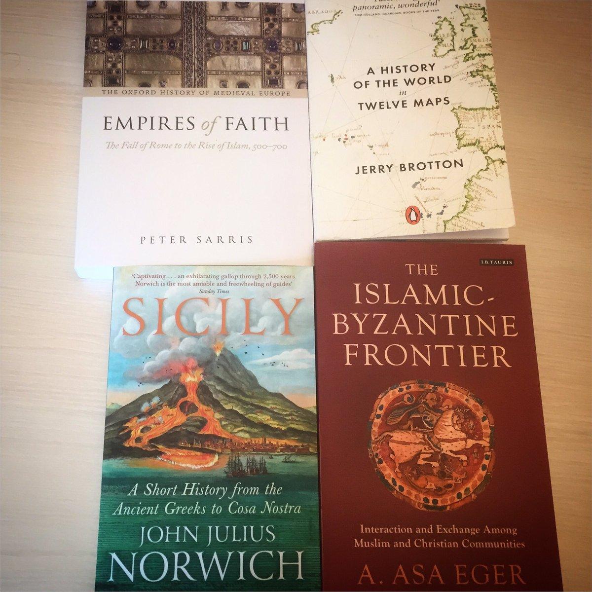The four #books that will accompany me in the next three months. #volersibene #history #sicily #islam #Byzantium #politics #academics #libripic.twitter.com/qY1iA43eic