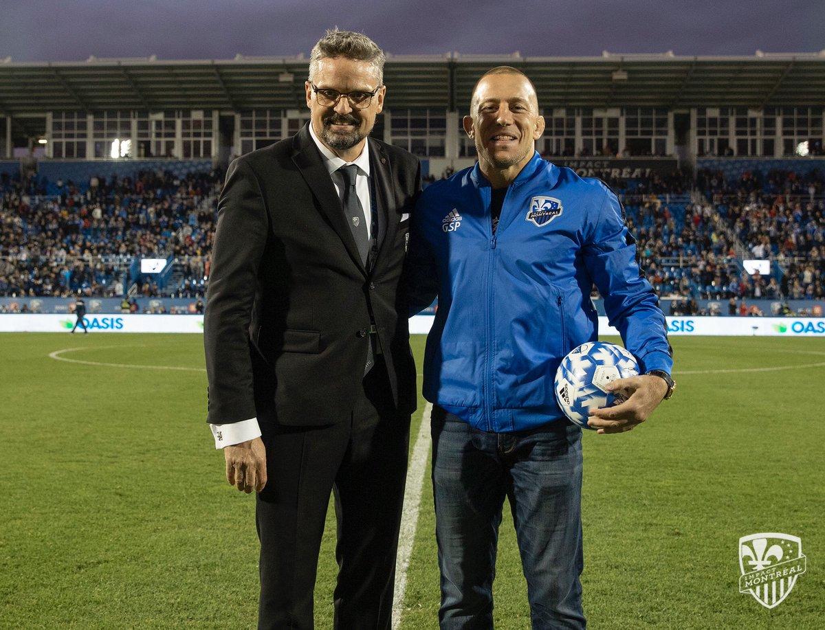 Un très gros merci à l'@impactmontreal et aux partisans pour le bel accueil ce soir au Stade Saputo!   Big thanks to the Montreal Impact and the fans for honouring me tonight!