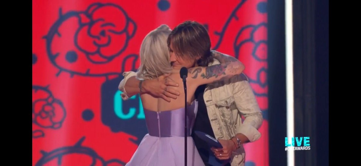 Big hugs for #OpryMember @KeithUrban on his win for Collaborative Video of the Year!! #CMTawards <br>http://pic.twitter.com/keHtzTcM1c