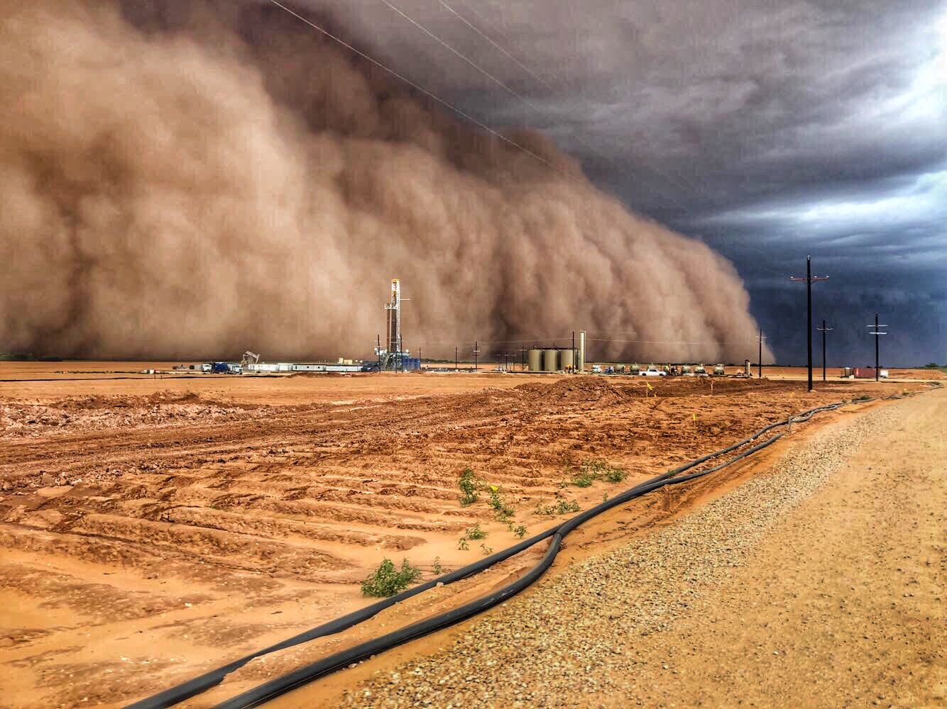"""Michael Armstrong on Twitter: """"Looks like something straight out of the  Dust Bowl. This was a dust storm (also called a haboob) today in Big  Spring, TX! 📷 courtesy of Joe Scott…"""