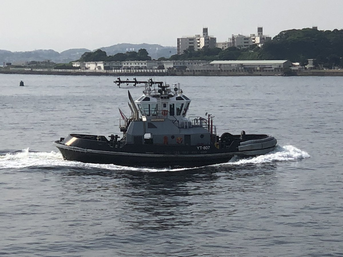 At Yokosuka Port⚓️   The US Navy Tugboat is always cool!  横須賀港にて。  米軍のタグボート、いつ見てもカッコいいなぁ!  #usnavy #tugboat #cool #yokosukaport #japan #officer #seamenslife #rorovessel #carcarriervessel #lifeonship #米海軍 #タグボート #カッコいい #横須賀港 #東京湾