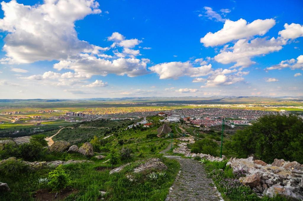 Şehri ayağınıza getiren, zirvesinde Afyon manzarası sunan Zafer Kent O…
