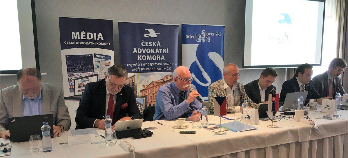 test Twitter Media - Tradiční společné zasedání představenstev @CAK_cz a @SAK_svk právě začalo v Tatranské Lomnici. Vzájemná výměna česko-slovenských zkušeností na advokátním poli je nutná a přínosná. https://t.co/YNsh7rSh7k