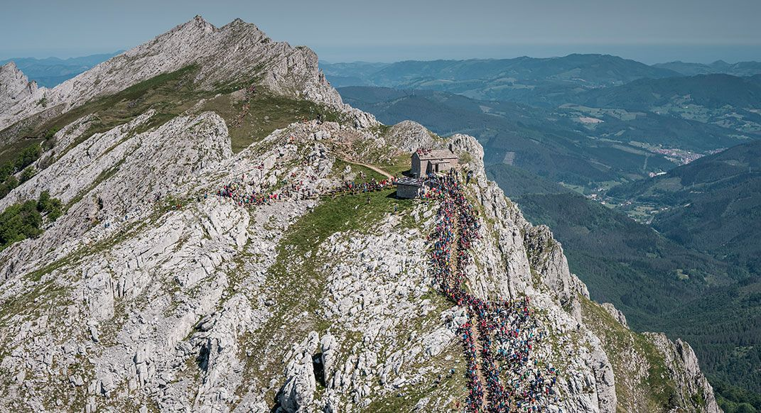 Watch @kilianj post-race interview after winning the Zegama-Aizkorri Mountain Marathon for the 9th time. Not bad, not bad. #readrunrepeat #findyourdirt #findyourvert #trailrunner #trailrunning buff.ly/2InsDTR