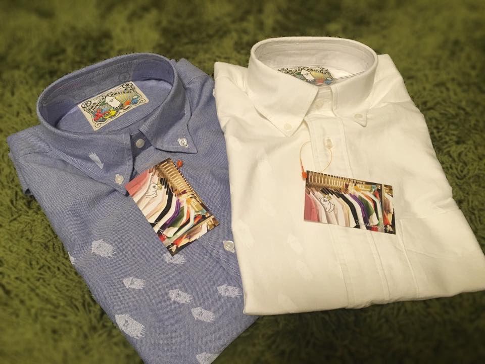 なんとも言えない表情のイカたちがシャツの上を泳ぐ!DAVID AND JONATHANさんのイカシャツです。 見えづらいけれど白いシャツの方にもちゃんとイカがいます。残念ながら発売元は閉店してしまったのでもう手に入らない貴重な一品です。 #うちのイカ自慢