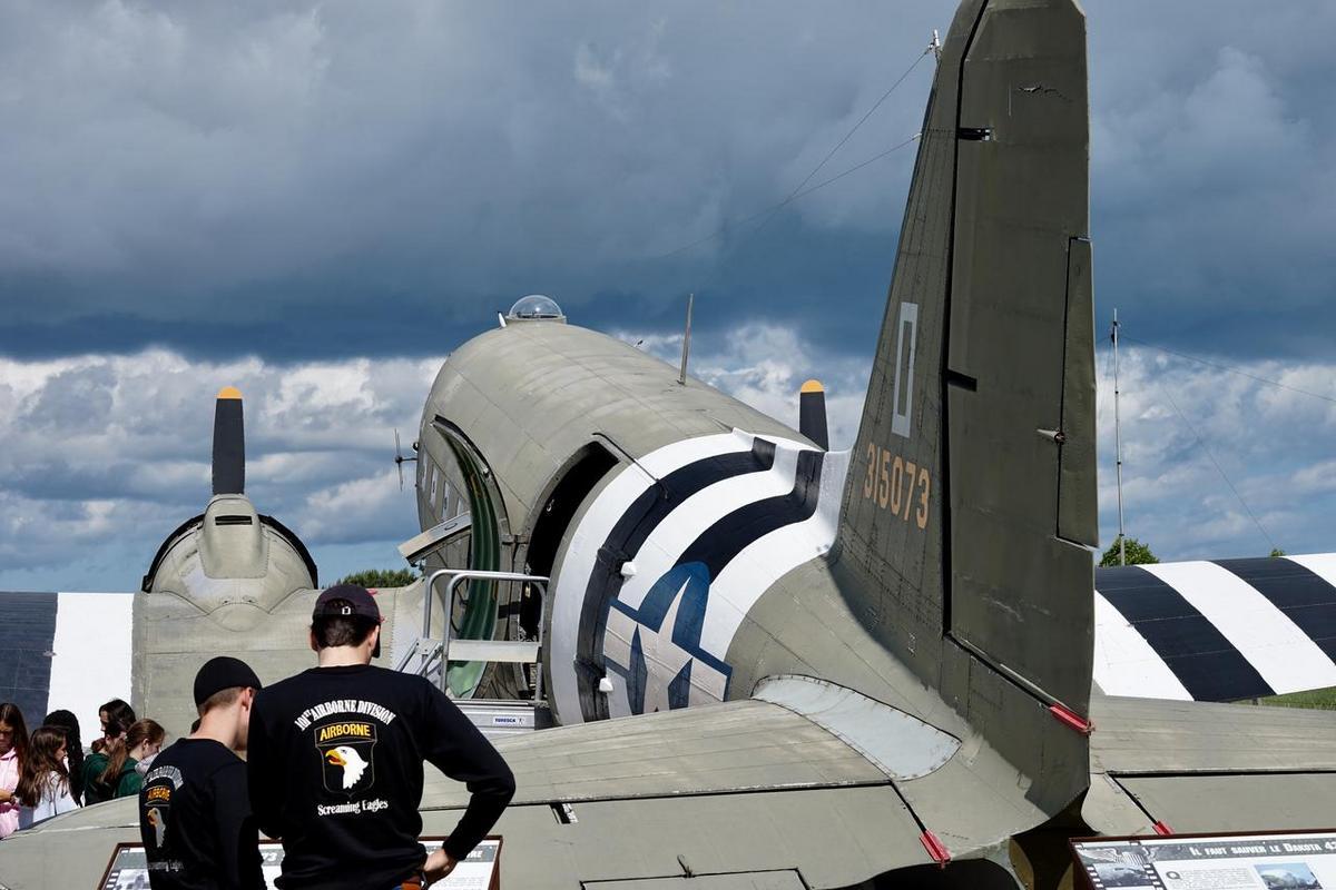 Dakota Over Normandy - Juin 2019 - 75ème anniversaire du débarquement D8YHx1oXYAA3Ro0