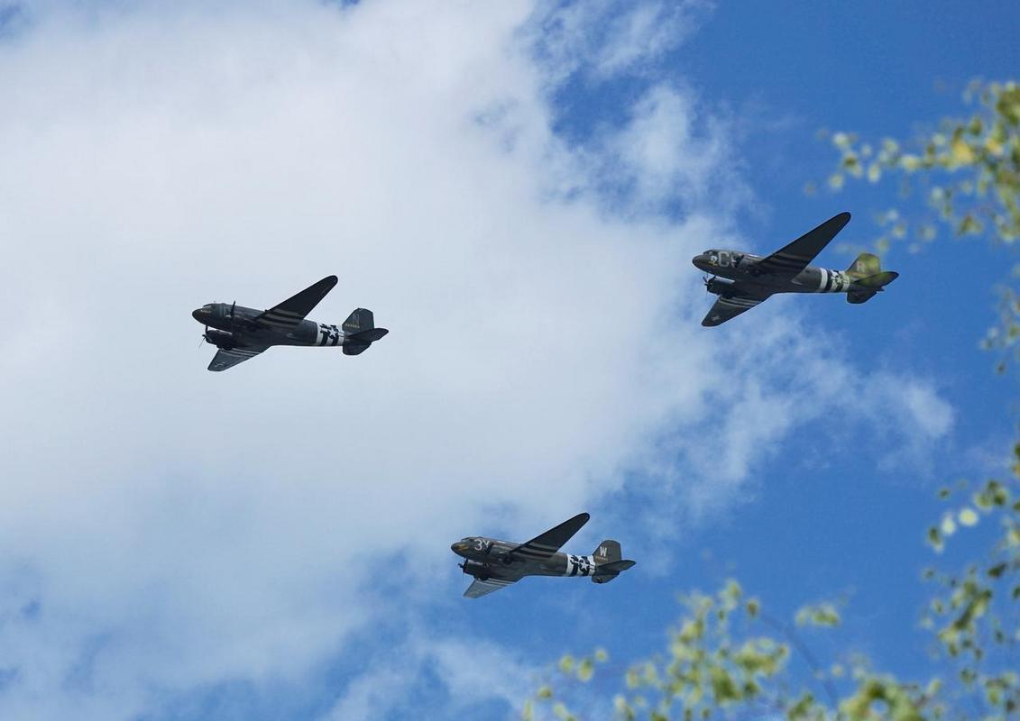 Dakota Over Normandy - Juin 2019 - 75ème anniversaire du débarquement D8YHx3uX4AUjSve