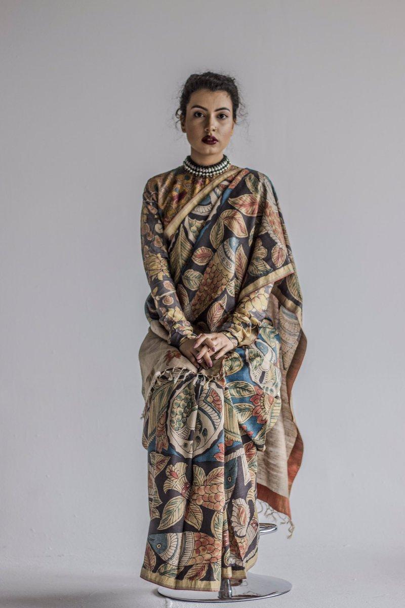 #ayushkejriwal #designerayushkejriwal  #beautifulphotos #shortstory #ayushkejriwalstory #saree #saris #potraits #beautiful #ayushkejriwalstyling #beautiful #ayushkejriwalkalamkari #handpainted #kalamkarisaree #handmade #madeinindia #silverjewellery #ayushkejriwaljewellerypic.twitter.com/XDgE3do6Qi