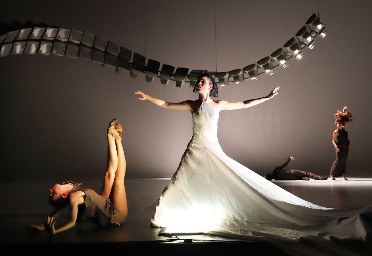 toitoitweet > dancers Bodensee Festival > enjoy the stage tonight in Friedrichshafen! > introdans.nl/bodensee-festi…