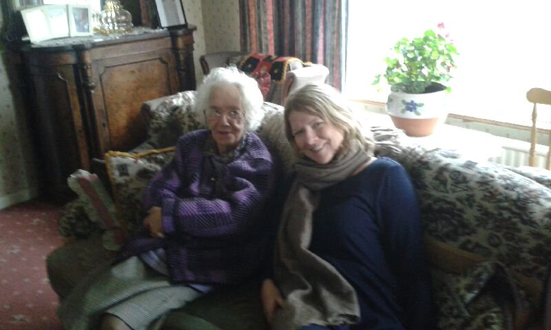 What an honour to interview Maureen Sweeney on her pivotal role in the D-Day Landings. Her weather forecasts changed the course of WW2. Superb @NewDecadeFilms tv doc tonight #StormFrontInMayo 22:15 @RTEOne #DDay75thAnniversary #DDay75 #StormFront #Normandy #historymatters
