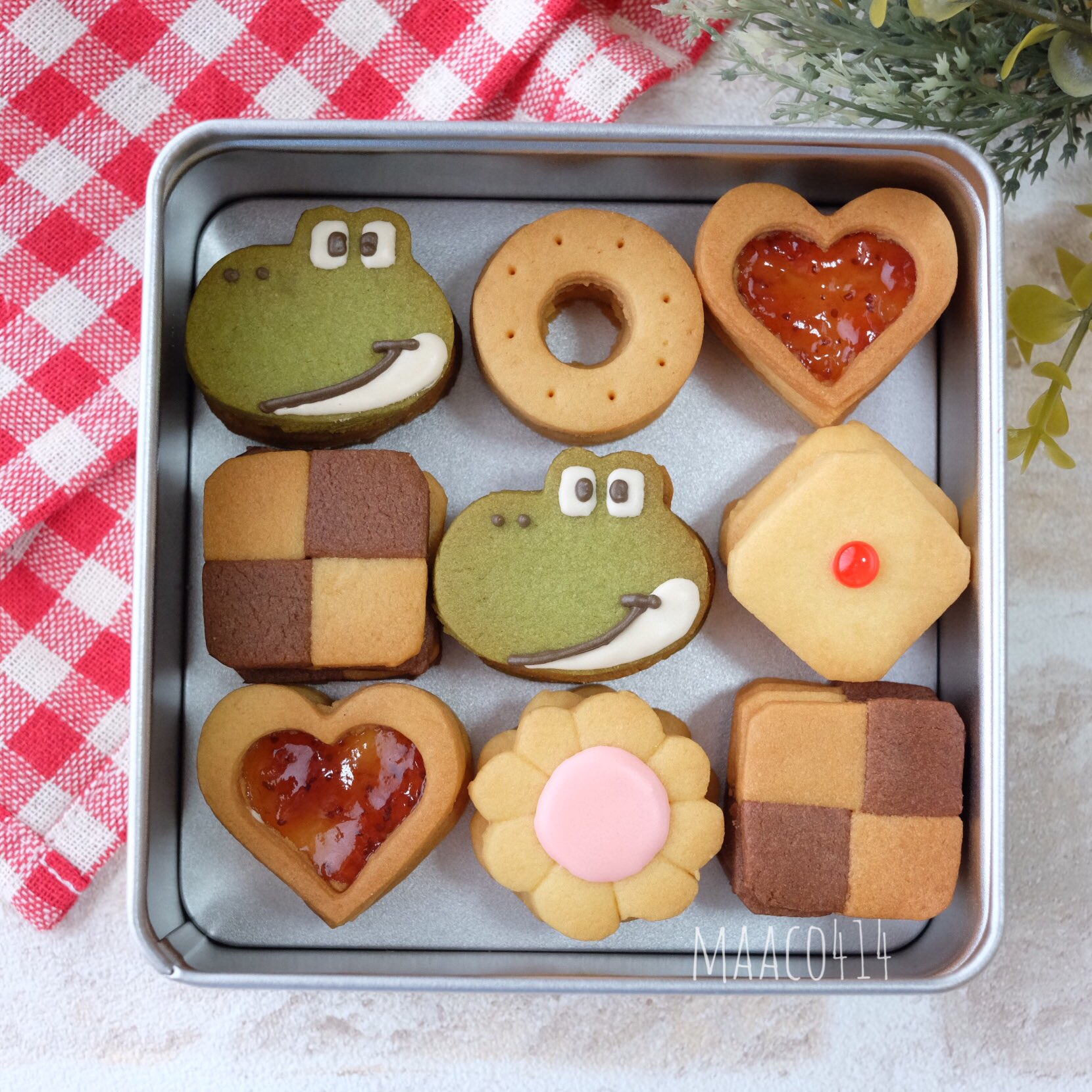 ヨッシーのクッキー完成❣️ 抹茶ヨッシーもかぼちゃヨッシーも、並べてみるとどちらもそれぞれいい感じになりました たくさんご意見いただいてありがとございました
