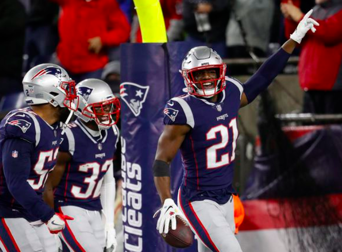 5b26cdcd3 The #Patriots returned 9 starters from their Super Bowl-winning defense. So  how