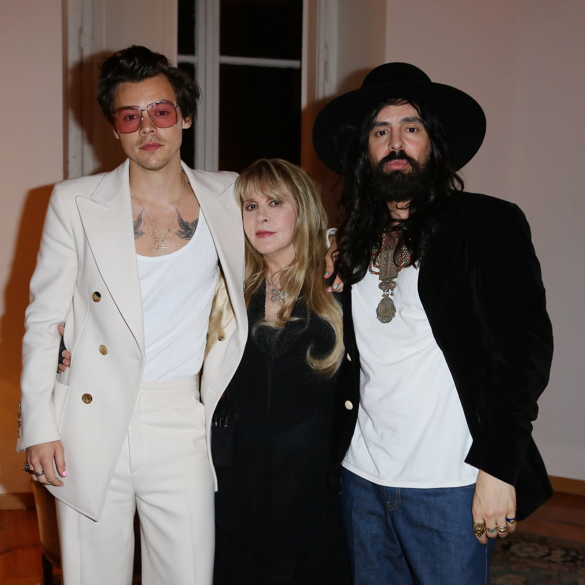 94478cb9b During the #GucciCruise20 party, #HarryStyles and #StevieNicks performed  together 'Stop Draggin' My Heart Around' and 'Landslide.'pic.twitter .com/0FLEd8A2uf