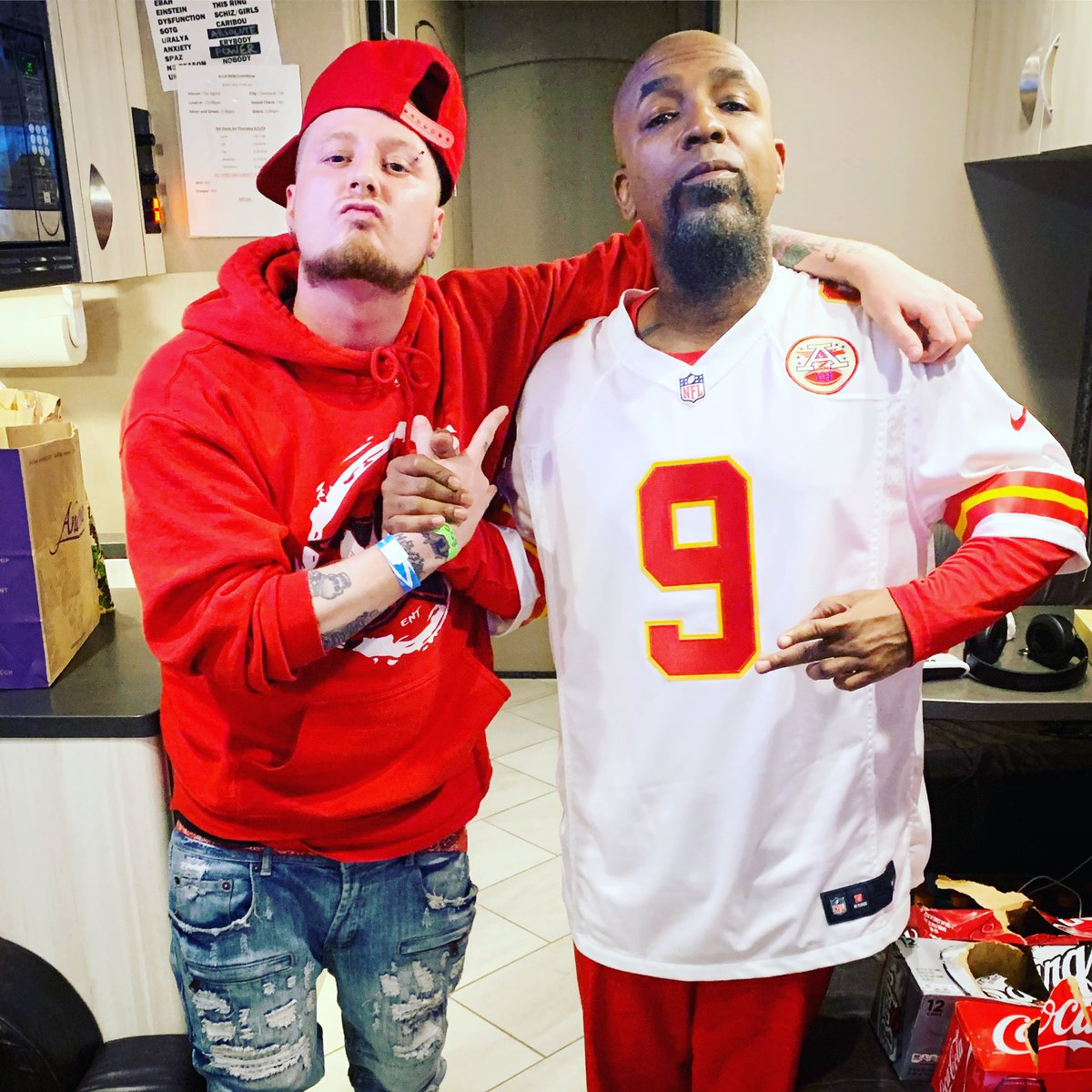 Had the pleasure of kickin it & choppin up with this 🐐 lastnight  S/O to @StrangeMusicInc for the invite  Hospitality was 💯 Yesser ,It goes up 🤯 #RUSSSHHH