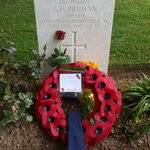 #DDay75thAnniversary Old Beaconian Guy Howe kindly laid a wreath in honour of Lt C H Pillman 4th/7th Royal Dragoon Guards RAC killed in action on #DDay 6 June 1944 aged just 23 at #GoldBeach. He along with 64 other Old Beaconians made the ultimate sacrifice @GoodSchoolsUK @iapsuk