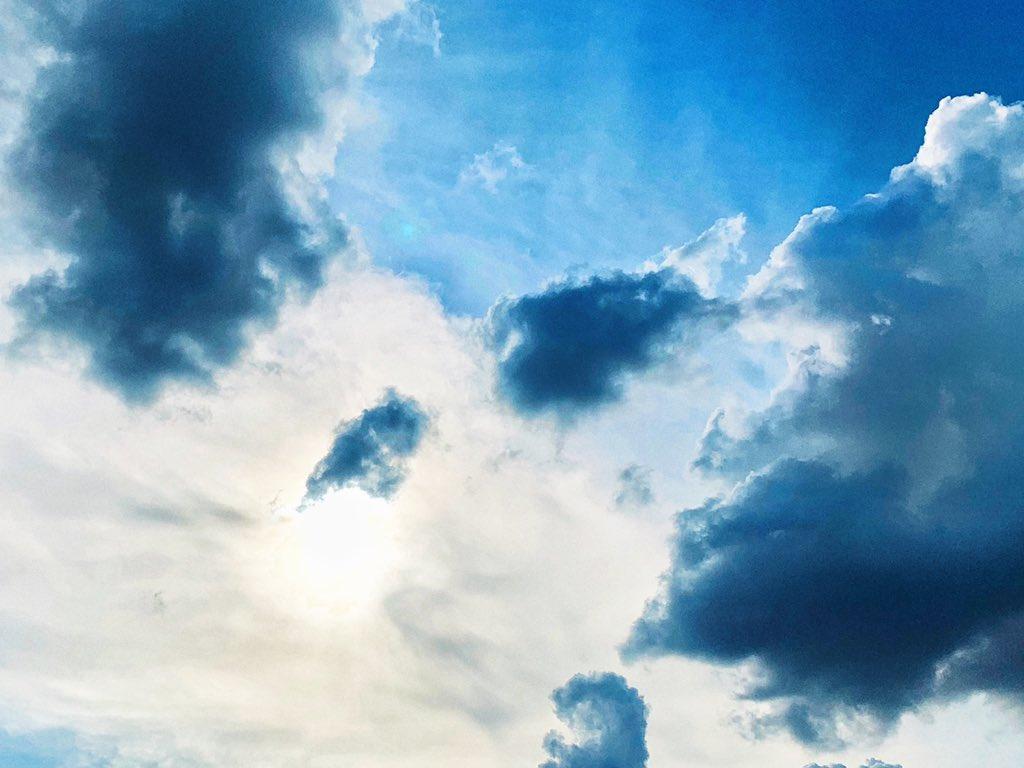 RT @BTS_twt: #Clouds #Sky #JK https://t.co/5GzAj2W7QH