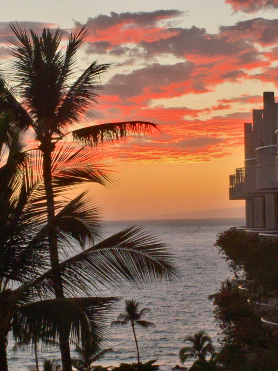 @FairmontKeaLani With that Sunset; WOW! You have my vote