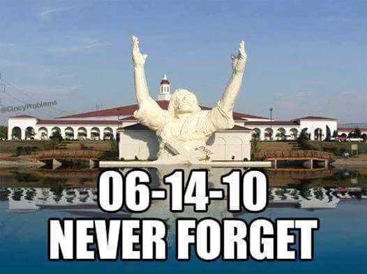 9 years ago today.. RIP Touchdown Jesus  #NeverForget <br>http://pic.twitter.com/yFDb4y8XtW