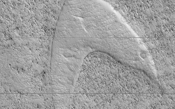 🖖 Dunes, lava and wind are responsible for this curious shape on Hellas Planitia, Mars. Boldly go: go.nasa.gov/2WGKnyF 📸: @HiRISE