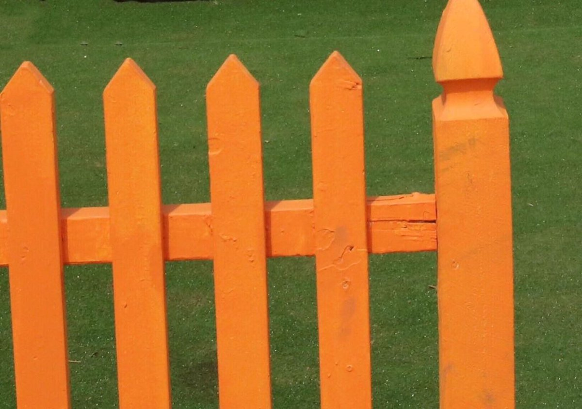 There were five posts in the fence.