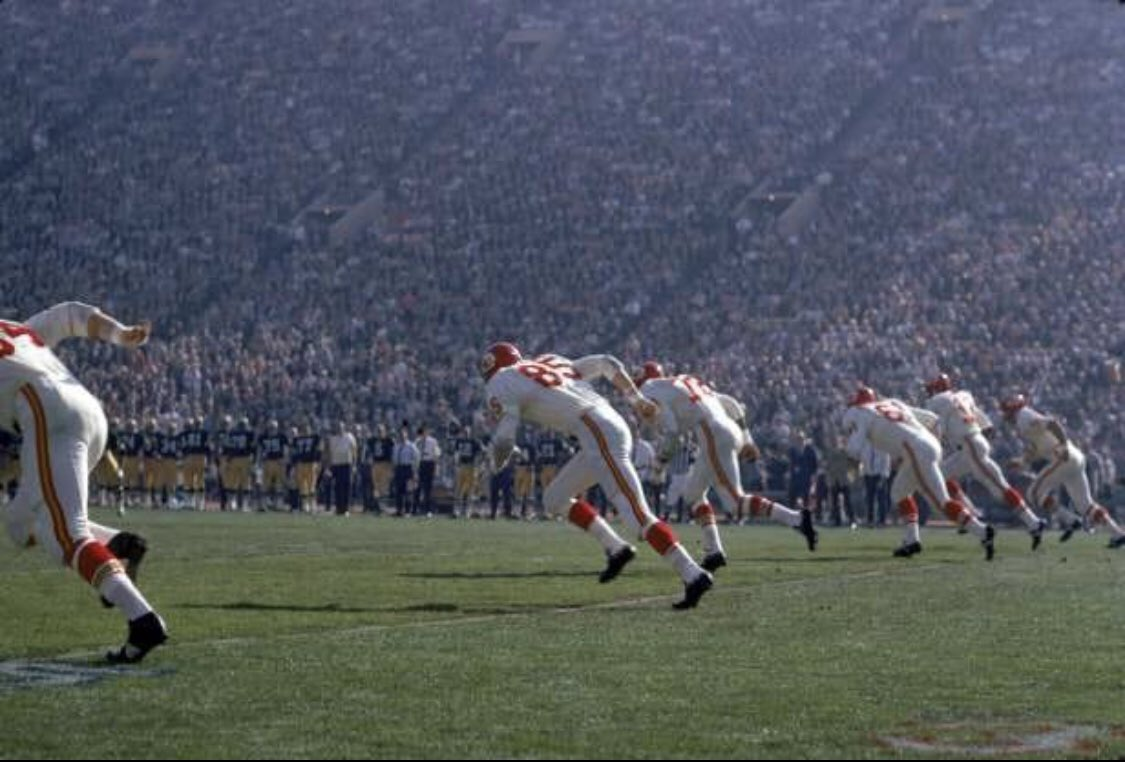 The very first play of the very first Super Bowl, @Chiefs and @packers <br>http://pic.twitter.com/80mGI4xmLd