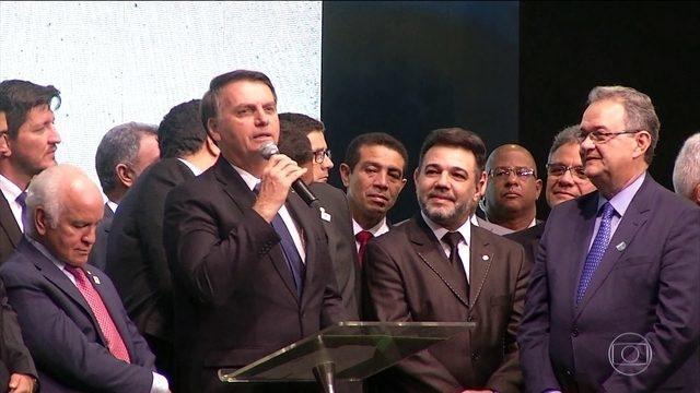 Bolsonaro defende o ministro Sérgio Moro após vazamentos de site https://glo.bo/31yONeX #JG #JornalDaGlobo