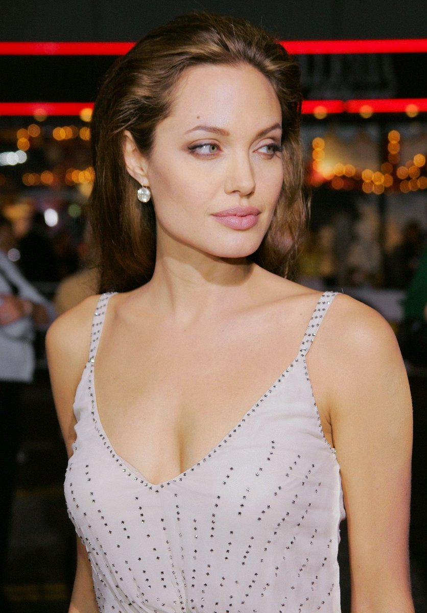 angelina jolie en el estreno de sky captain and the world of tomorrow (14/09/2004) <br>http://pic.twitter.com/zCzHuoTvUP
