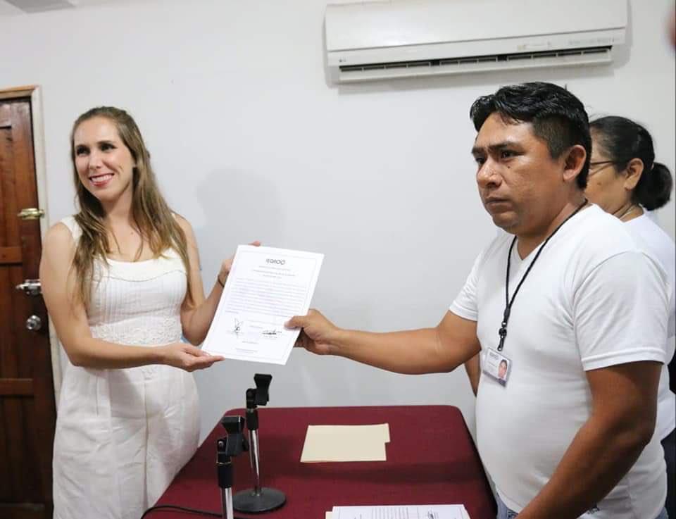 El @IEQROO_oficial ha hecho entrega de la constancia de mayoría a @Atenea_GomezR, por lo que ella representará al Distrito 1 en la #XVILegislatura del Congreso del Estado. #ConsolidemosElCambio y vayamos por un #CaminoSeguro! ✅ #ElPANCrece