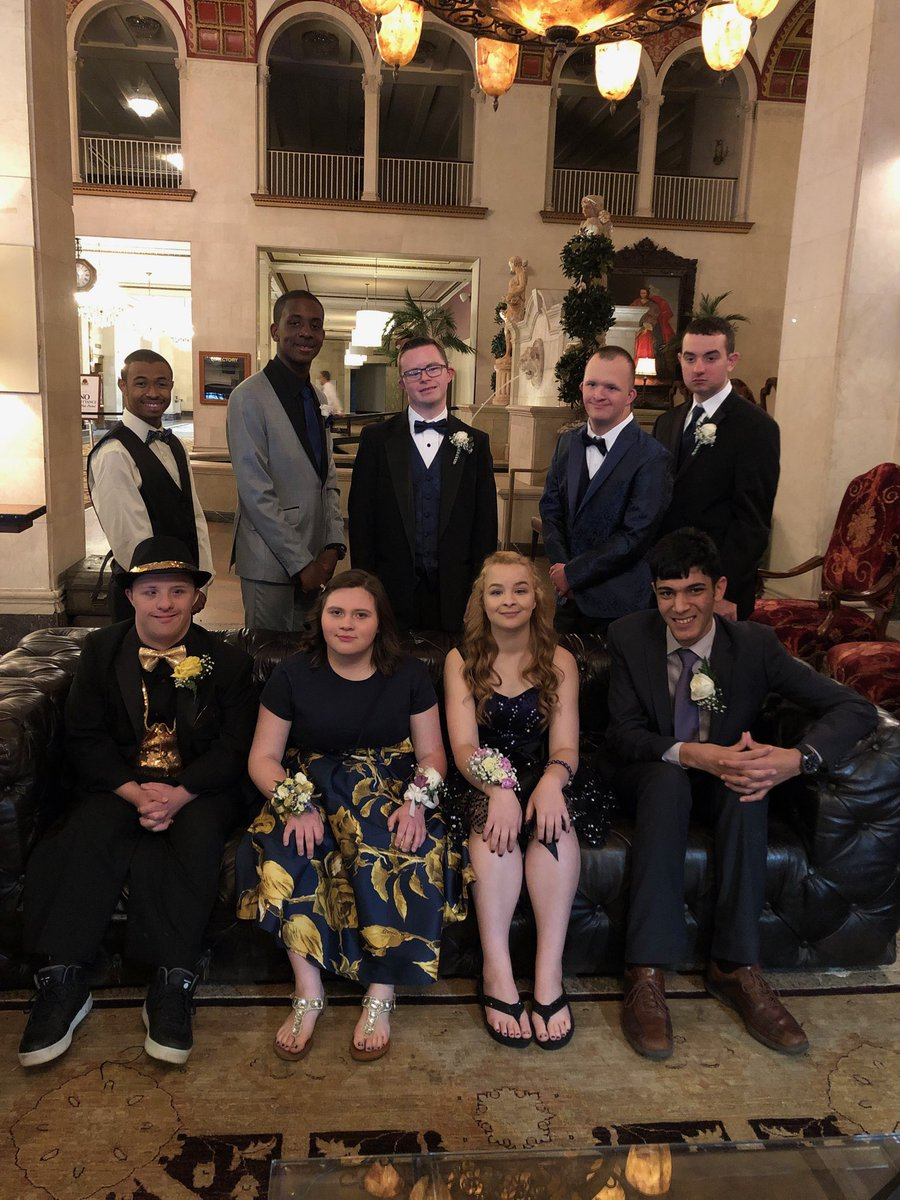 The Unified crew looking fine at 2019 Prom! @PrincipalSHHS @SHCSDAthletics