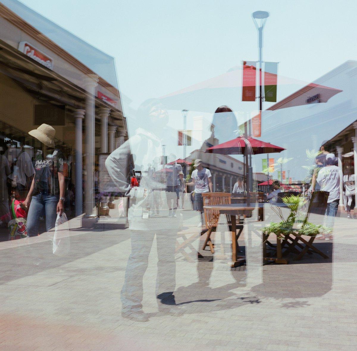 #6x7の日 ですが、そんなフォーマットのカメラは持っていませんので、6×6の写真あげておきます。 巻き上げ忘れて多重露光になった失敗写真。 Rolleicordのフィルム入れて最初の1枚目はいつもコレ。。  #Rolleicord  #PRO400H  #多重露光  #巻き上げ忘れて多重露光  #失敗写真  #filmphotography