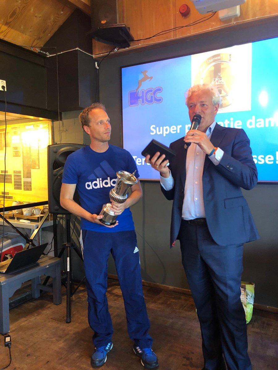 d1dc38b78ab Trots om tijdens de ALV @hgchockey de Madzy Rollin Courquerque prijs te  ontvangen voor bijdrage aan tophockey dames op HGCpic.twitter.com/xPAjZ1FnAQ