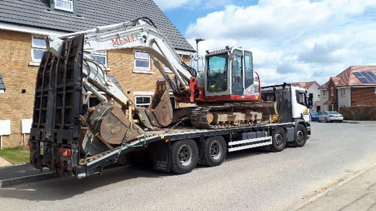 Another great job,Mark. Moving a machine between sites for one of our customers, MESLEC.  We hope you guys were happy with the service! We can offer haulage at competitive rates in a good time scale so please get in touch If you have any requirements and we'll be happy to quot <br>http://pic.twitter.com/dFw7UjpQbo