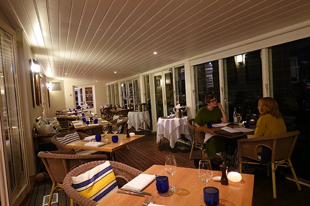 NEW: @BellsatKillcare  There's a new energy to Bells Restaurant & Bar, which has passed into the capable hands of Executive Chef Dean Jones, since my last visit. Having completed his apprenticeship under the former restaurateur, Stefano Manfredi...  https://missdissent.livejournal.com/830793.html pic.twitter.com/U3KB87SBaq