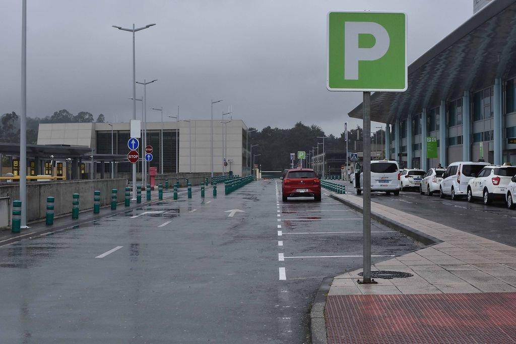 El efecto de la puesta en marcha del nuevo sistema de estacionamiento de #Peinador ya se notó ayer. Recuerda que tienes 15 minutos gratis para estacionar. #FlyToVigo ✈️ http://bit.ly/2Mzc50P