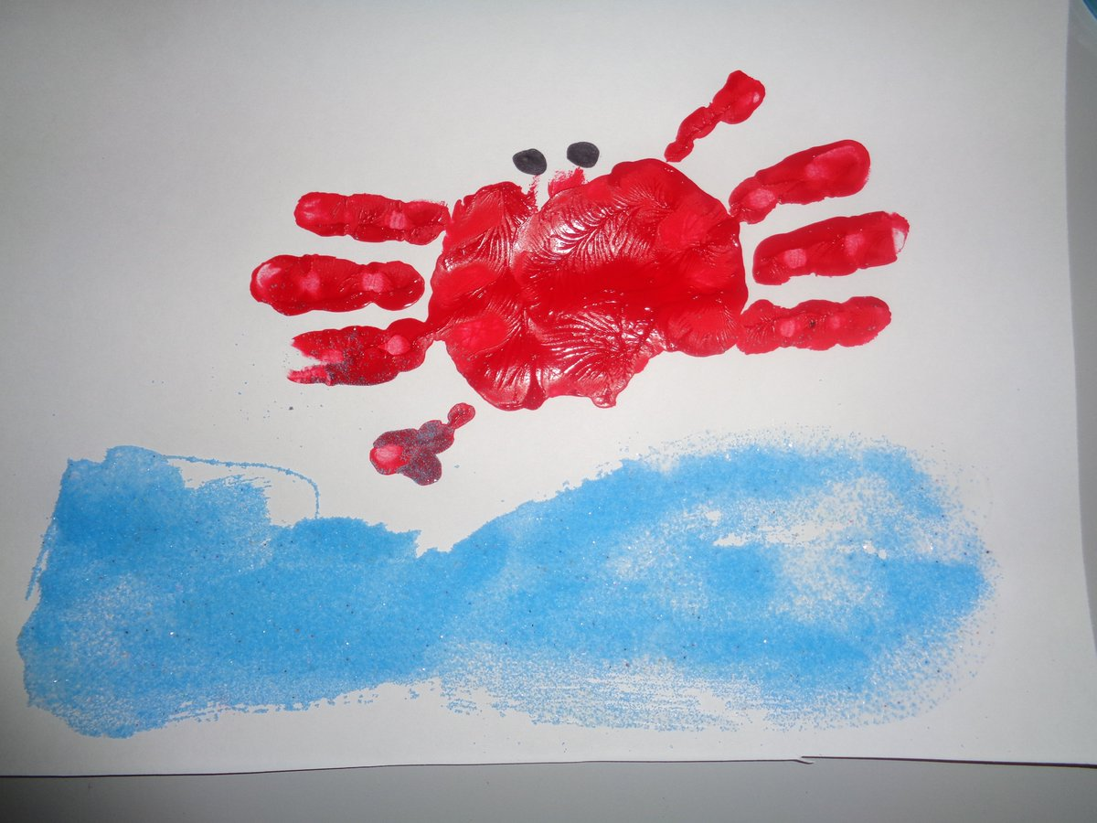 Pre-K is learning about Summer and this week they integrated some sensory art. They used paint to make hand print crabs and then sprinkled on sand to create the ocean floor. What a fun activity! #SensoryArt #ArtIntegration #PreschoolFun