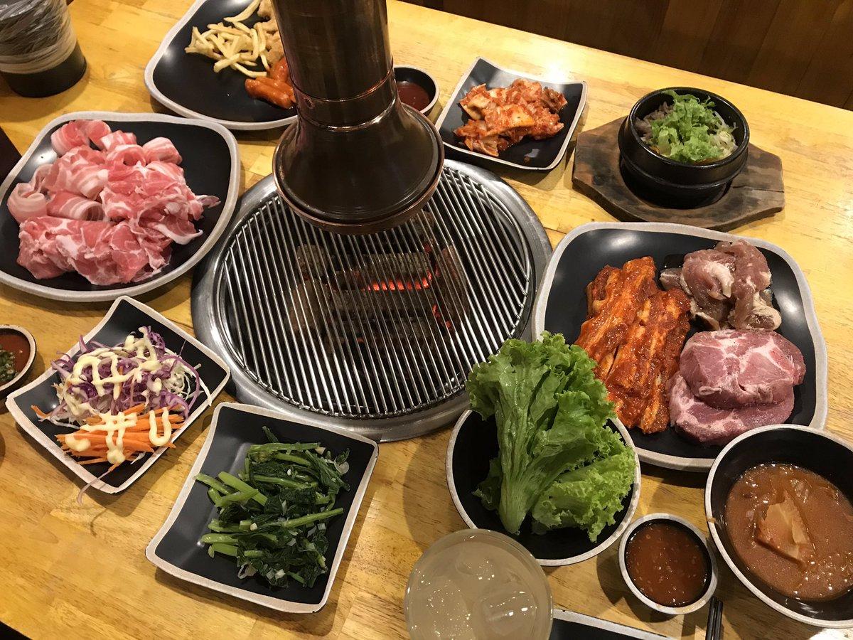 เอาใหม่ๆ ลืมบอกร้าน 😂🤦🏻♂️ บุฟเฟ่ต์ปิ้งย่าง&อาหารเกาหลี Nene รัชดาซอย 3 อาหารแบบ a la carte ราคา 199 แต่ถ้าจะกินปิ้งย่างราคาเริ่มต้น 299 ไลน์อาหารเยอะ หมูดี น้ำจิ้มดี เครื่องเคียงดี เพลงดีเหมาะสำหรับสายเกา รวมๆแล้วดีงาม #อร่อยนะรู้ยัง #อร่อยไปแดก #อร่อยบอกต่อ @aroii