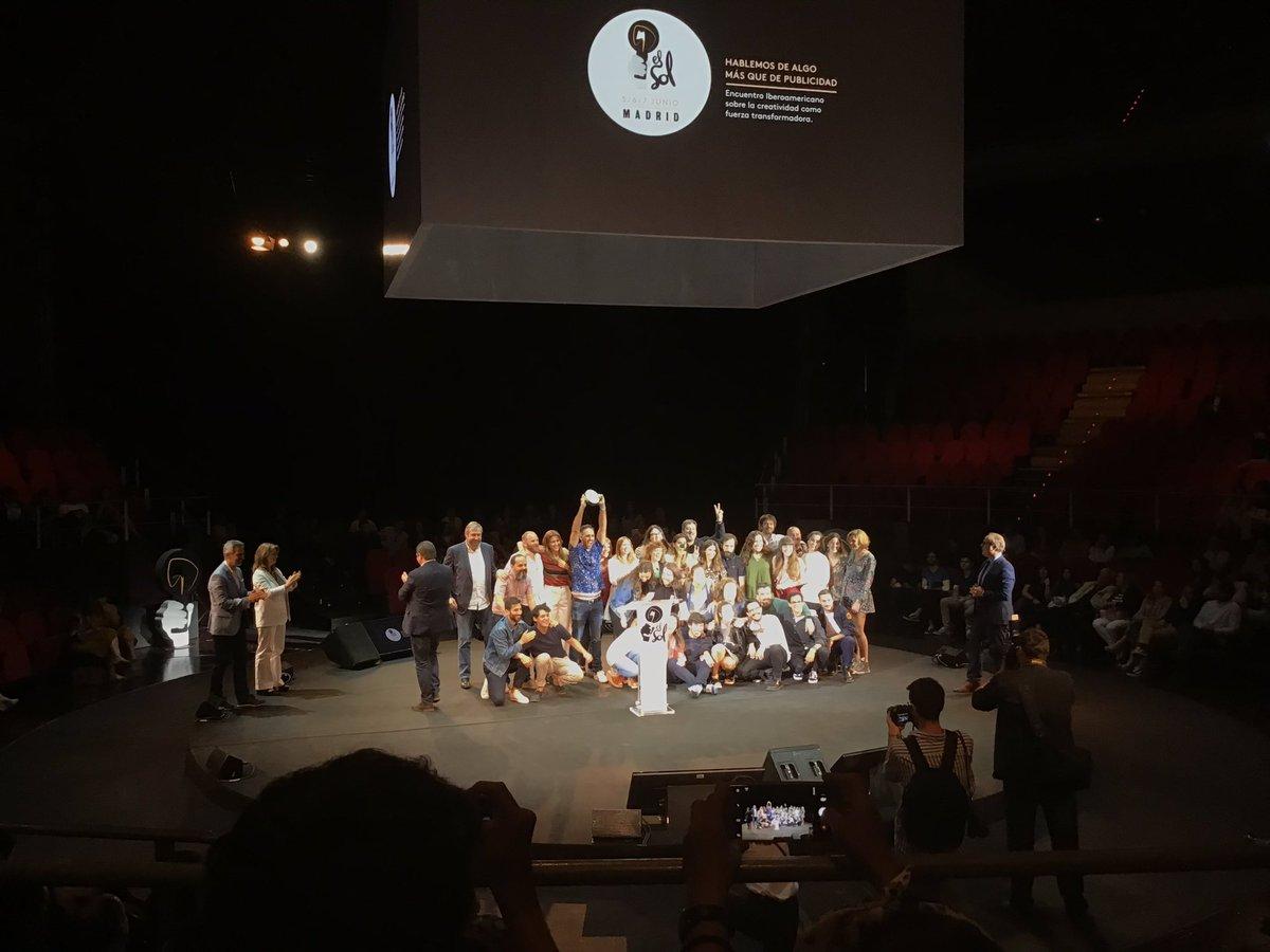 Y por último el premio a la mejor agencia del año 🥁🥁🥁🥁 @leoburnett_es , enhorabuena por todos los premios merecidos 👏🏽👏🏽👏🏽👏🏽👏🏽👏🏽👏🏽👏🏽 @ElSolFestival #Elsol2019 https://t.co/kmKgvPvuaq