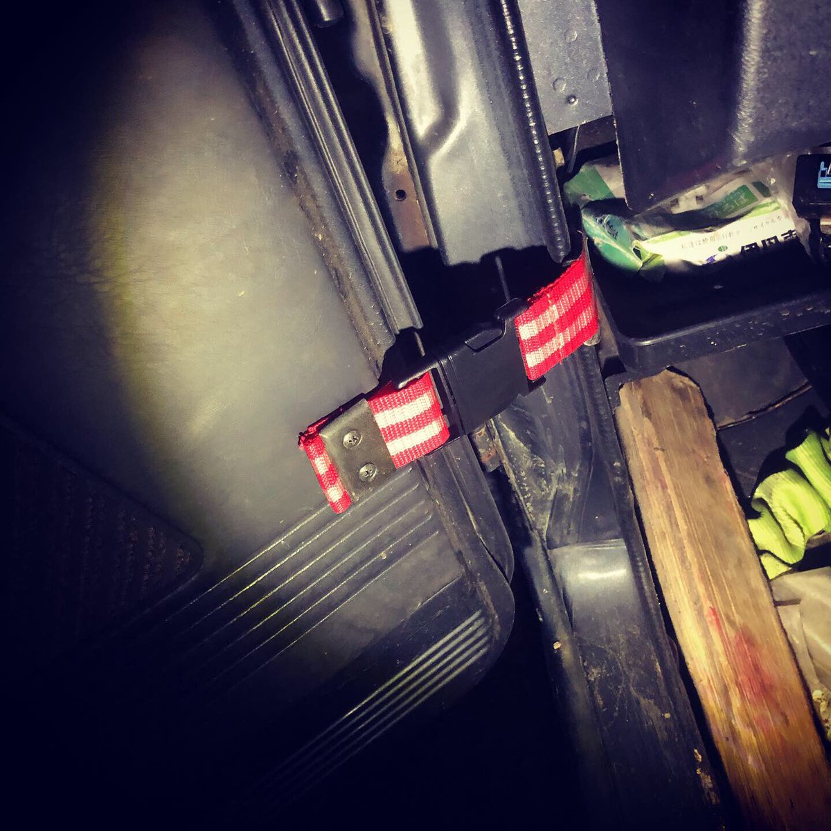 test ツイッターメディア - ジムニー用クイックリリースドアストッパー装着。 耐久性は要検証ということで。  #ジムニー #jimny #DIYパーツ #ダイソー https://t.co/SMP2CFDFlt