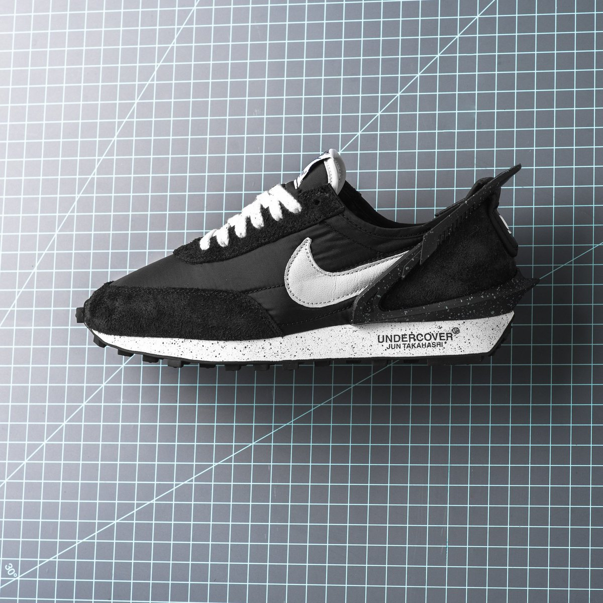 479f6a40eb Now Available :: Undercover x Nike Daybreak - Black :: https:// sneakerpolitics.com/products/undercover-x-nike-daybreak-black  …pic.twitter.com/WqK9HILMYa