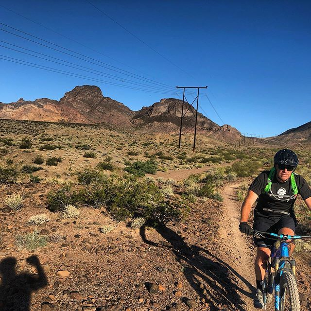 Welcome to the Tri-Snake Area.  #nitrotrails #mcghieslv #mcghies #mtb #vegasmtb #singletrack #summertime #fridayrides http://bit.ly/2EXqs8Fpic.twitter.com/CAYTb7xGKC